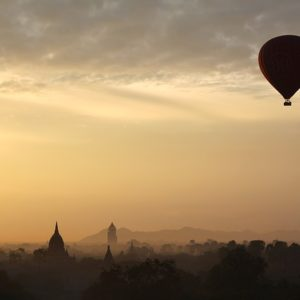 hot-air-balloon-ride-1029303_640