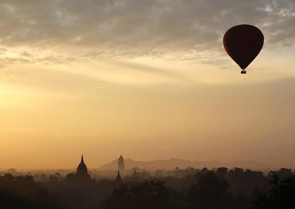 hot-air-balloon-ride-1029303_640